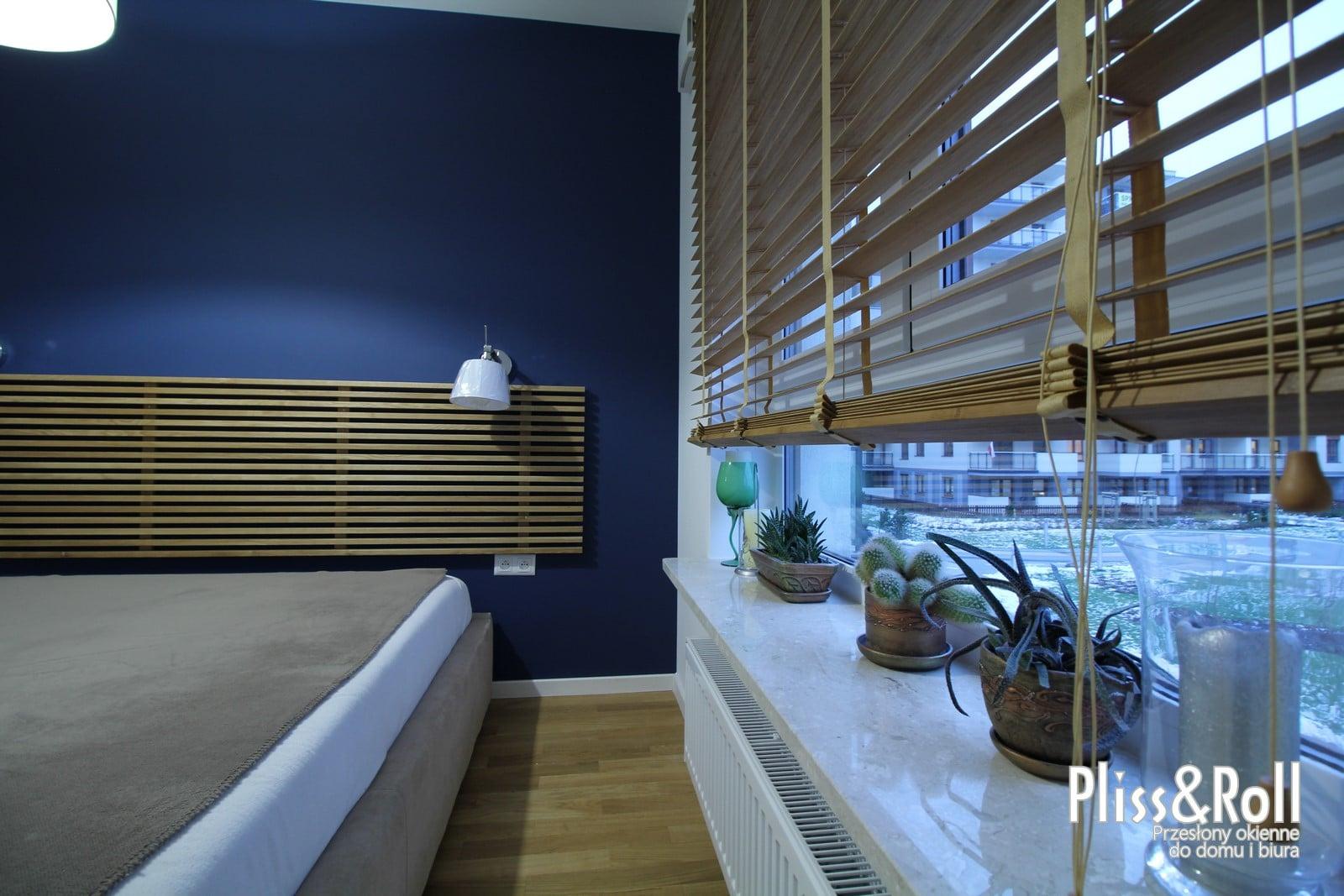 Żaluzje bambusowe 50mm z dekoracyjnymi taśmami w sypialni - Ursus