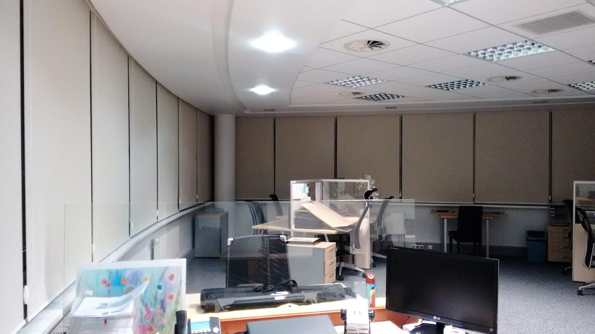 Rolety do biura z certyfikatem trudnopalności - Realizacja w Warszawie